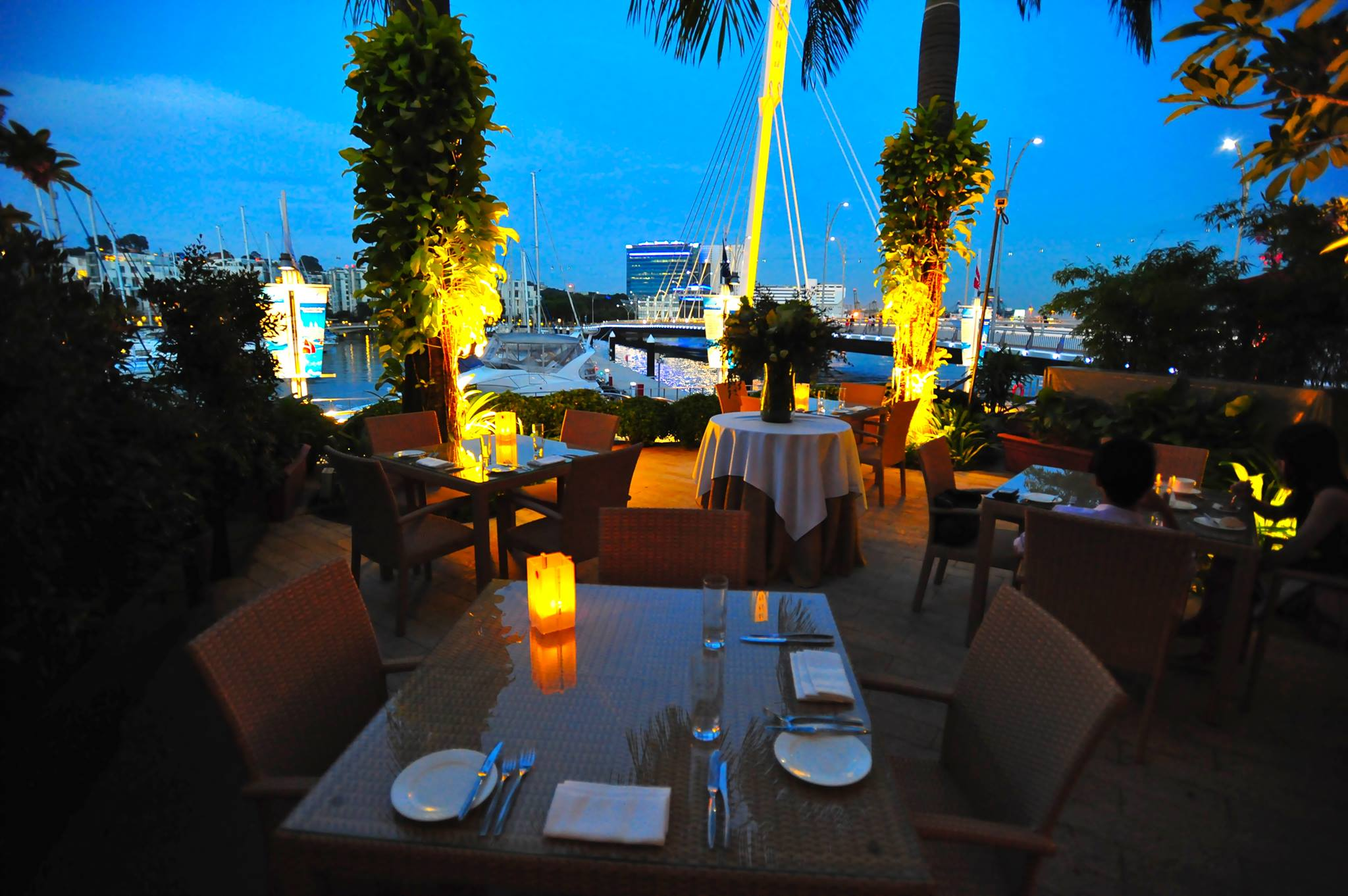 LYNETTE: Best dating dinner place in singapore