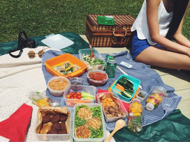 what to wear on a picnic date
