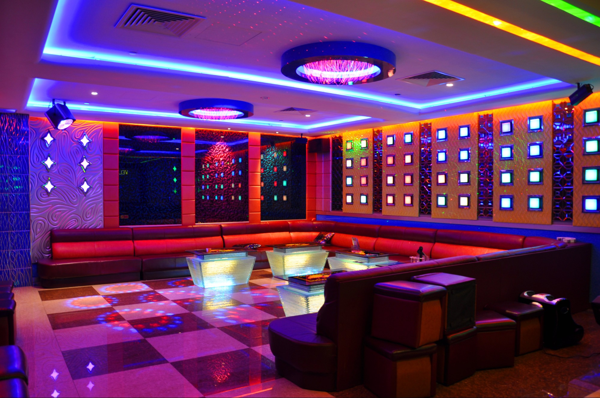 Singapore 39 s most luxurious ktv outlet accommodates 60 for Designer room outlet
