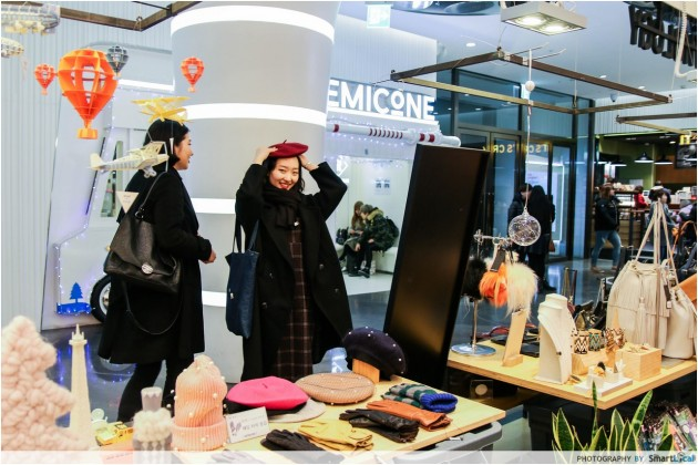 The Smart Local - Locals shopping in Dongdaemun Shopping Complex