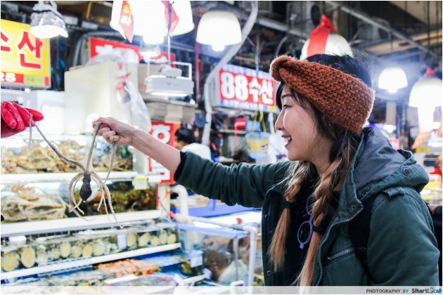 The Smart Local - Kimberly grabbing an octopus at Noryangjin Fish Market