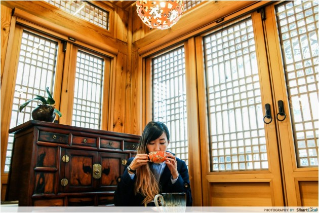 The Smart Local - Kimberly in the Gahoe Hankyunghun Gallery drinking tea