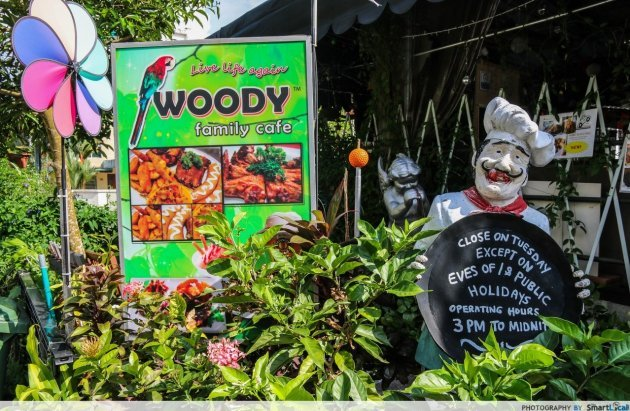 Woody Family Cafe Entrance