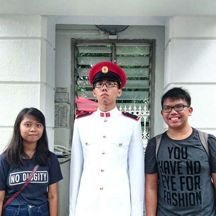 Taking Photo with the Istana ceremonial guard