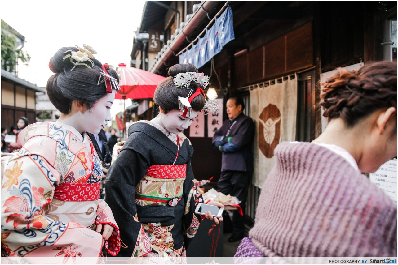 The Smart Local - Geisha's in Kiyomizu Temple