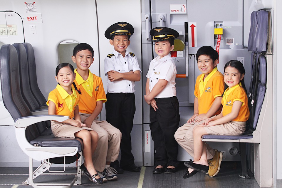kidzania flight crew
