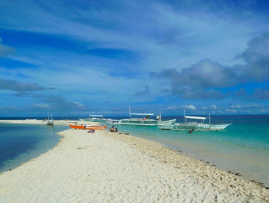 White sand beach at Pamilacan Island