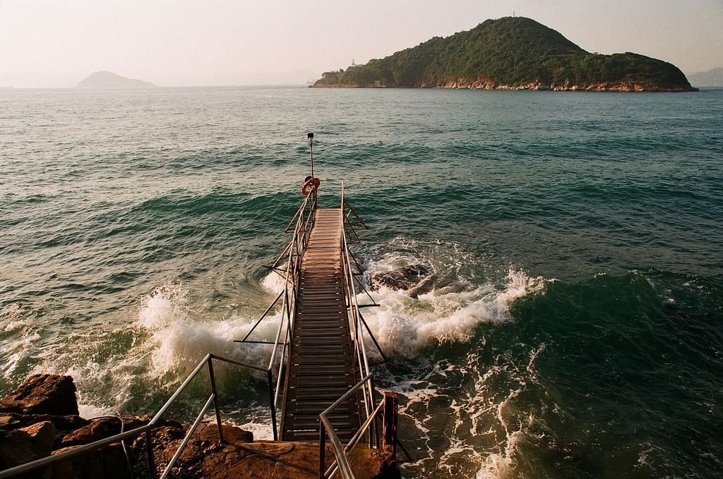 This Swimming Shed In Hong Kong Is A Dream At Sunset. Here's How To Get There In 30 Minutes.