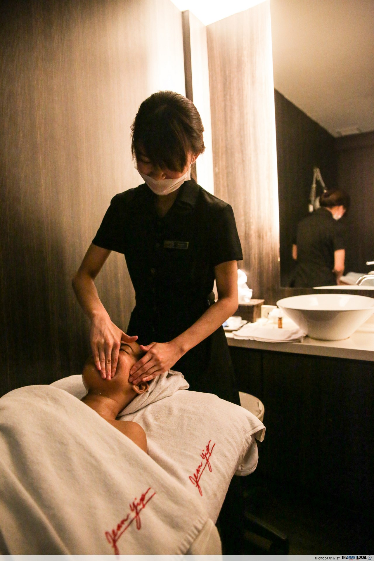 Jean Yip facial detoxification massage