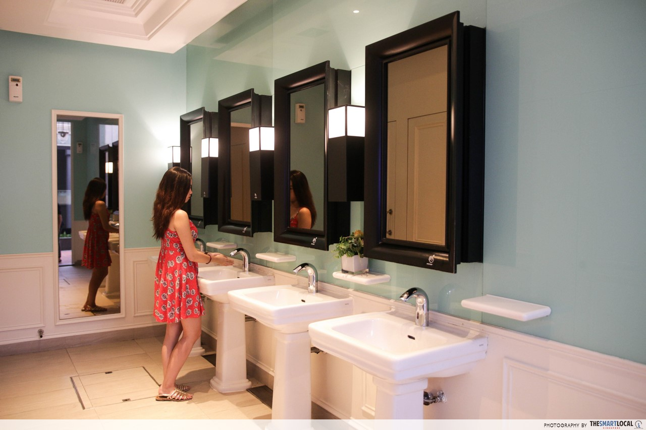 beautiful public toilet chijmes - Beautiful Restrooms