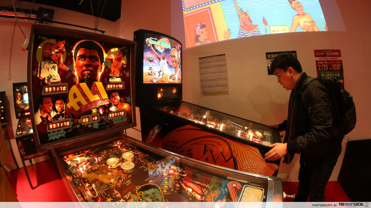 pinball silver ball planet space jam