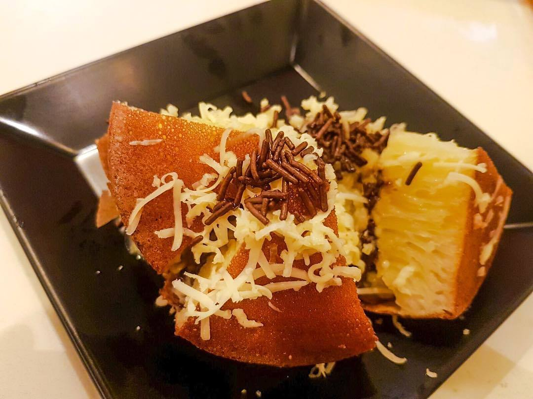 JTown Cafe is the only place in Singapore that sells the Martabak - otherwise known as 'The King' of Indonesian street food.