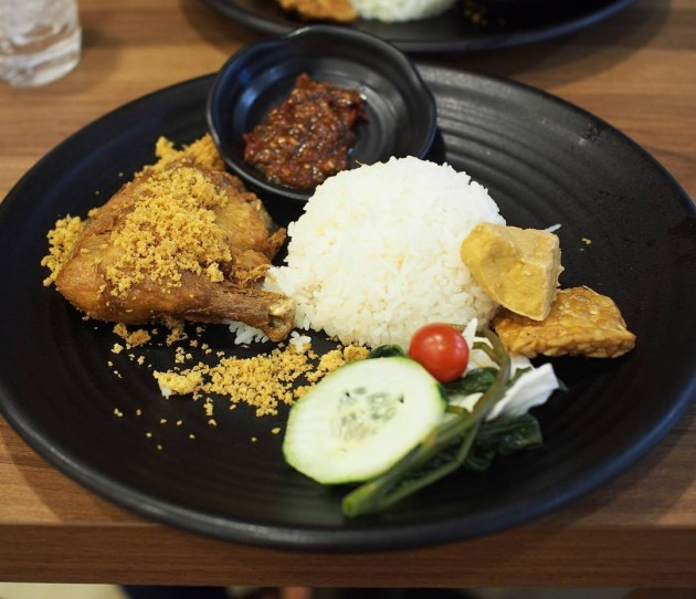 Bebek Goreng Pak Ndut Fried Duck Rice