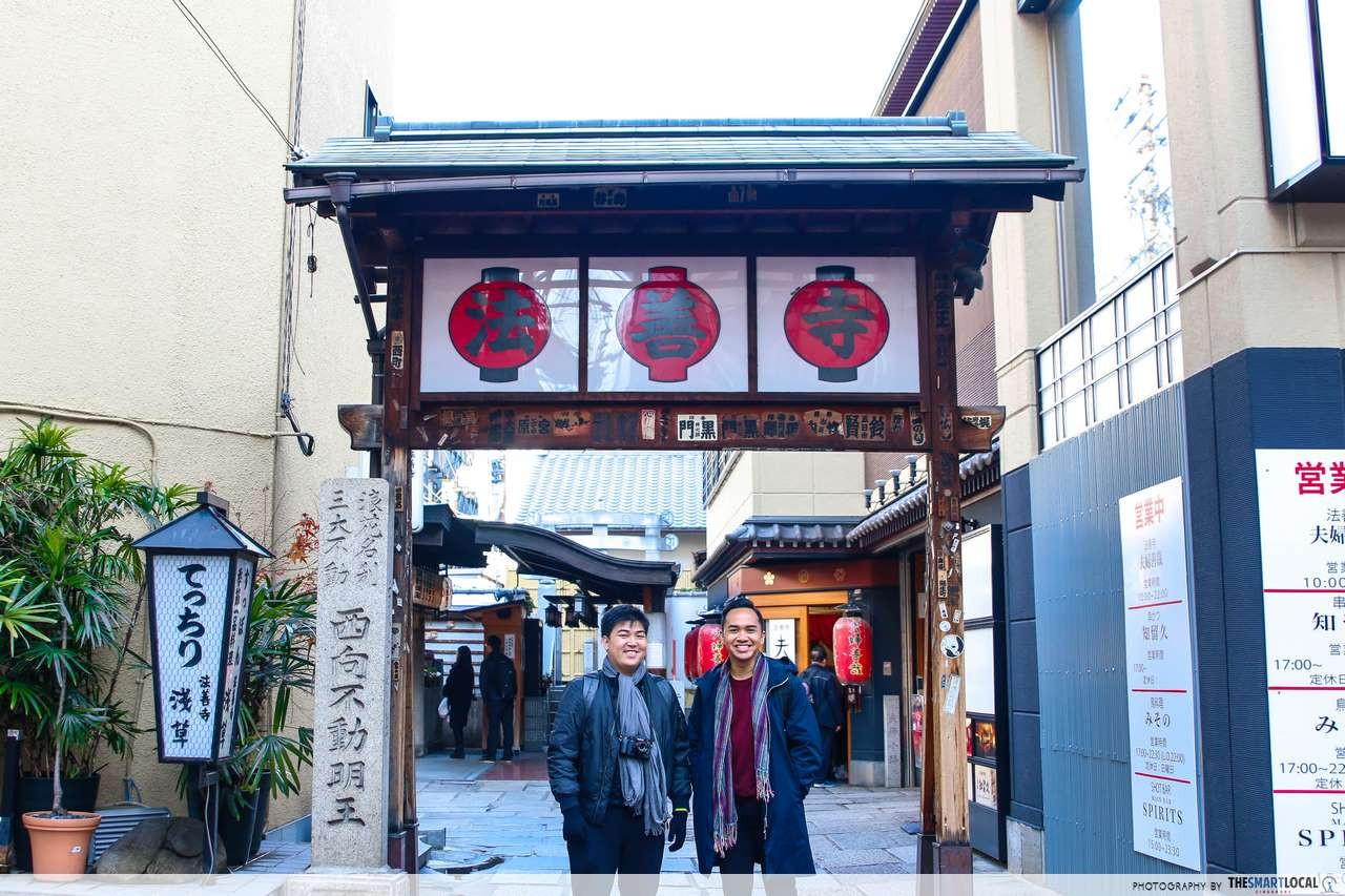 Some Aisekiya places also take table charge from the male customers for around JPY 1,000..