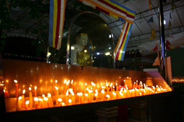 candle procession mangala vihara vesak day buddhism