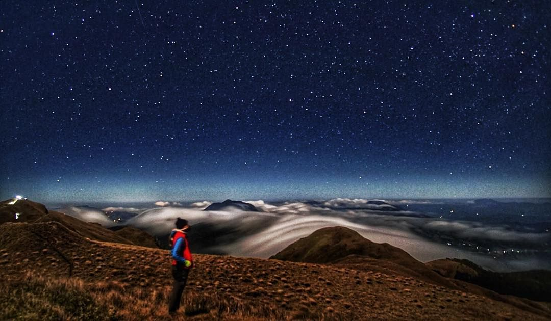 Watch the stars amidst Mount Pulag's sea of clouds