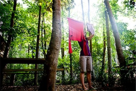 Make your own DIY clothesline in the forest