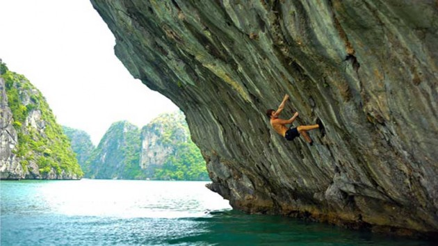 try out deep water soloing in vietnam