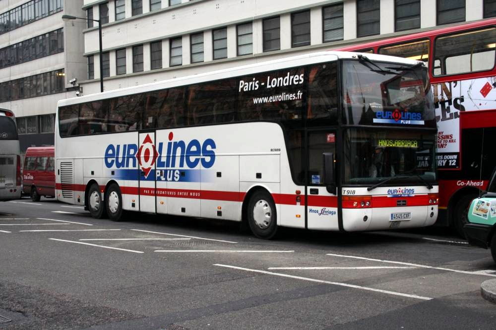 travel from Paris to London by bus
