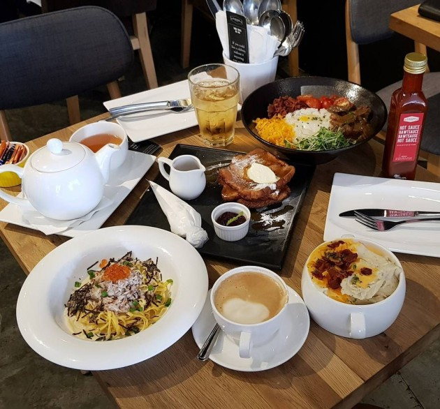Cheap weekday lunch deals bugis Platypus kitchen