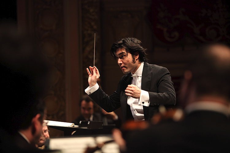 Darrell Ang performing for Sichuan Orchestra of China