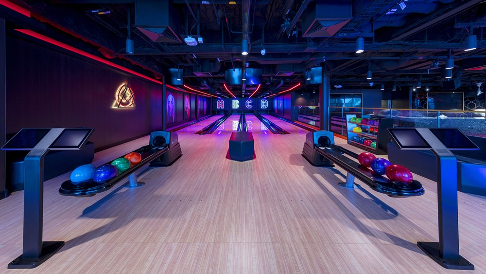 Genting Dream Cruise - Glow In The Dark Bowling