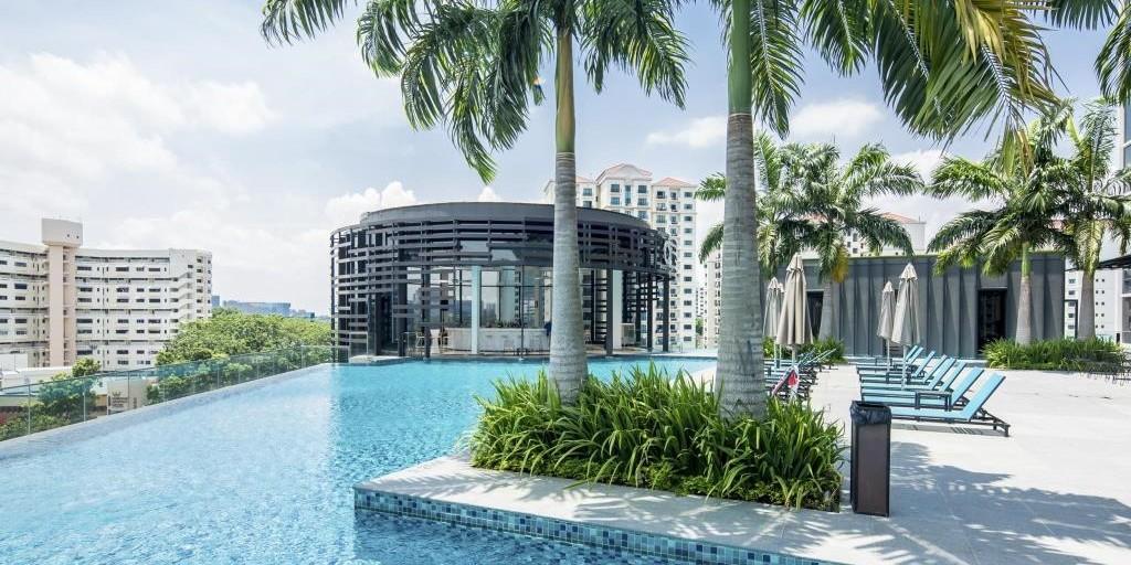 infinity pool singapore hotel. Hotel Alexandra Infinity Pool Singapore