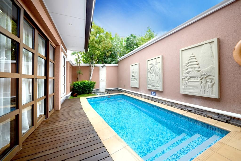 8 super lepak holiday lodges in malaysia with private for Garden pool grand lexis