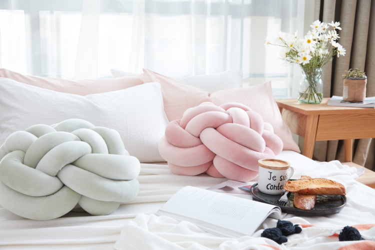 pastel taobao knotted pillows