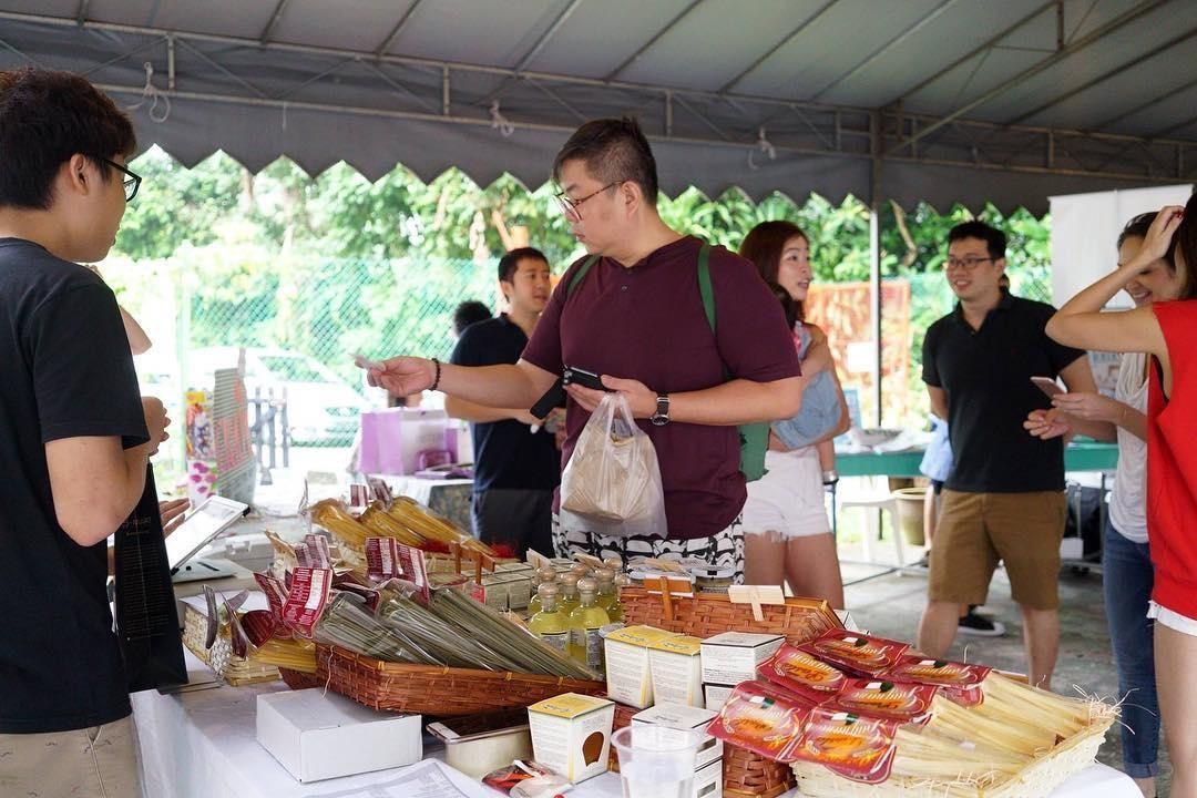 Farmers Market @ Loewen Gardens