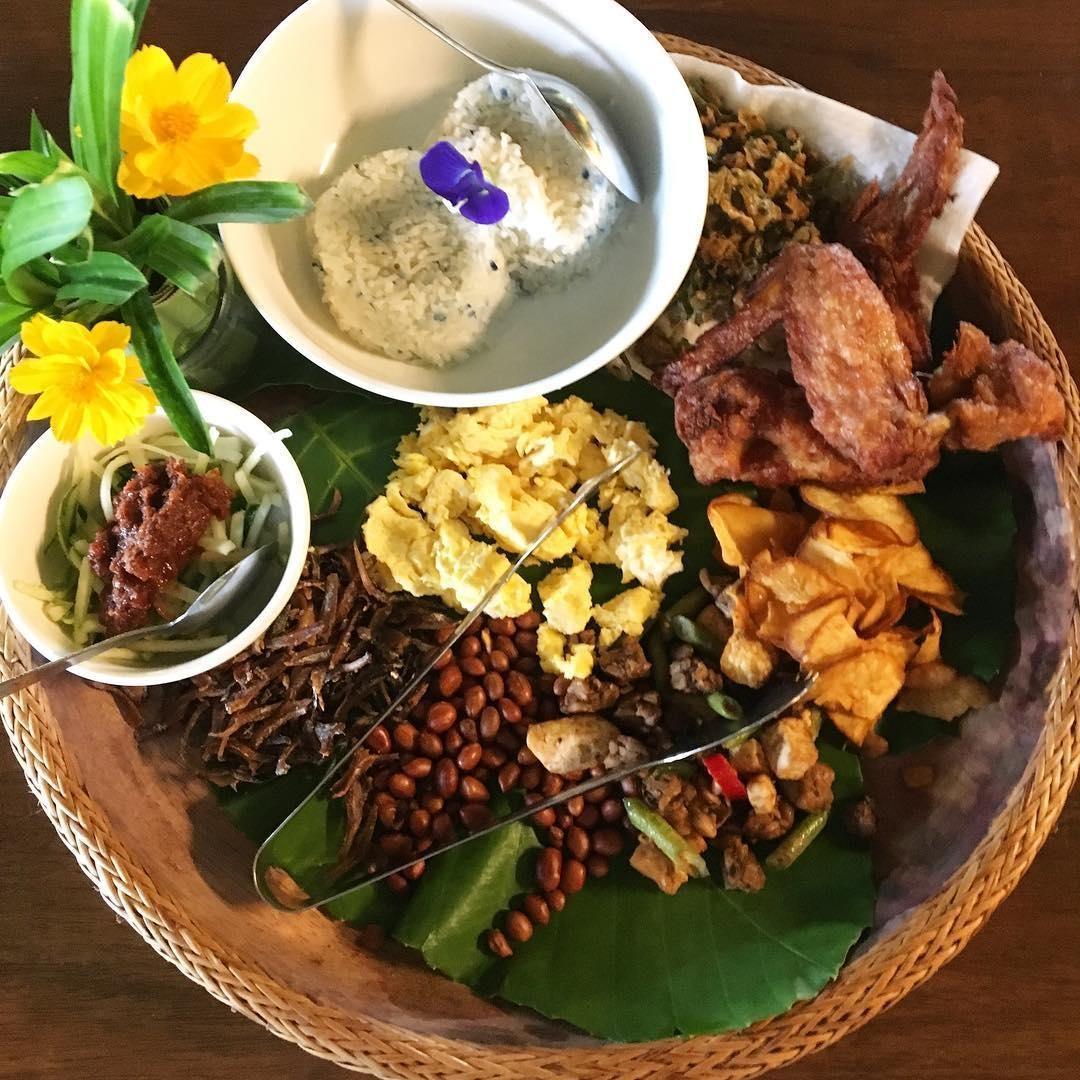 nasi lemak platter for 2