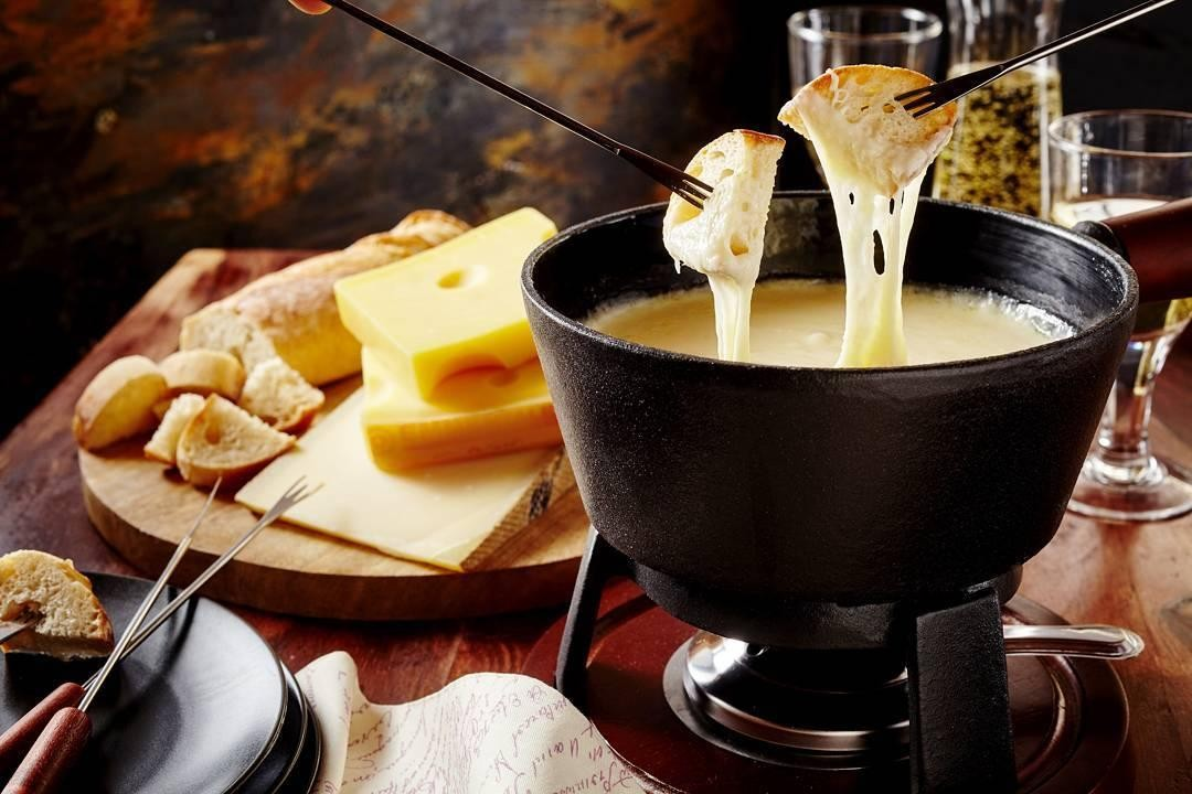 Swissotel buffet cheese fondue