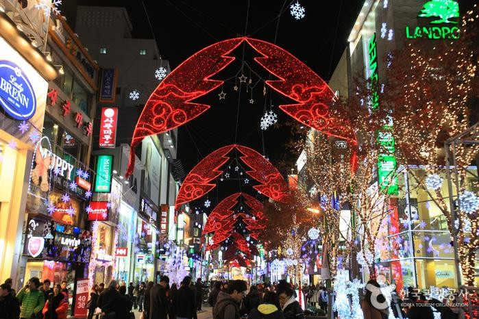 Busan's shopping district at Jung-gu Christmas Festival