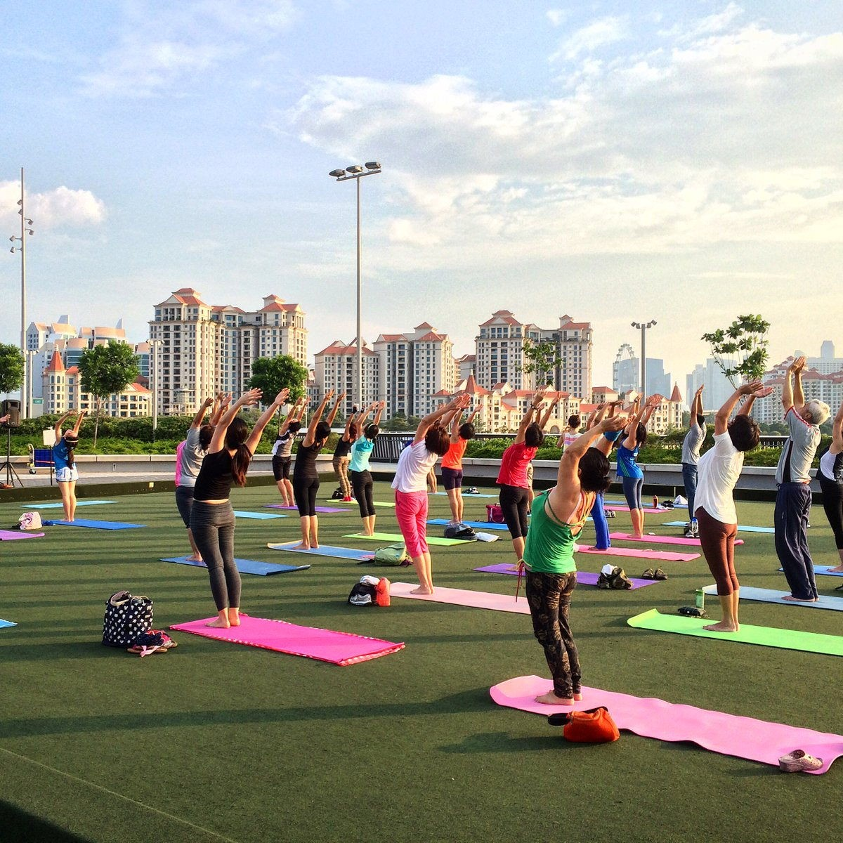 Free exercise classes in Singapore Sunrise in the city
