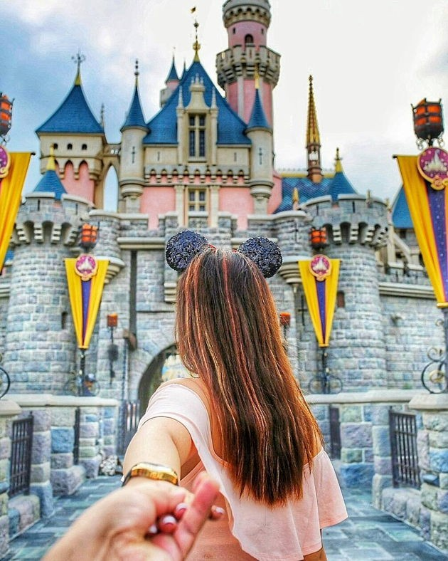 Cheap and romantic couple vacations in Asia hotels near hong kong disneyland
