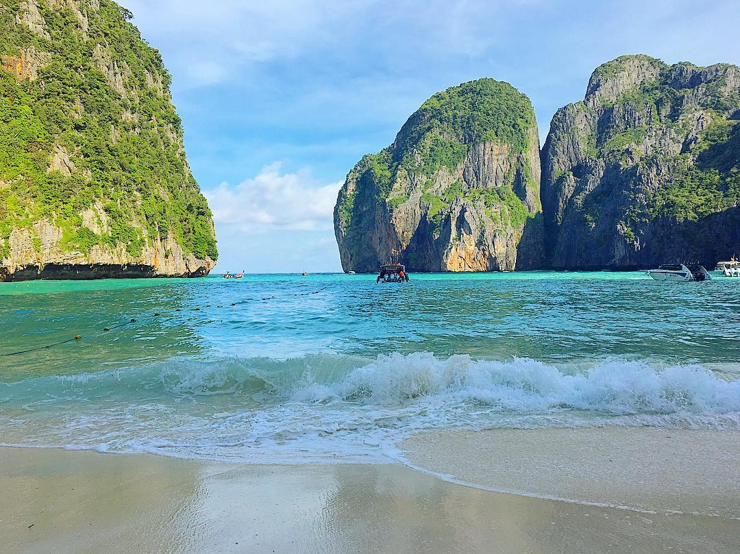 Cheap romantic couple vacations in Asia Beyong Patong @ Phuket hotel phi phi islands