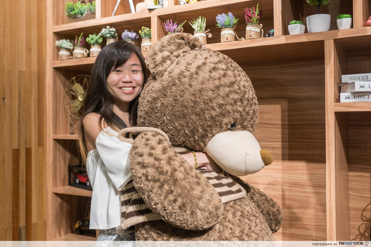 lees cafe teddy bear batam