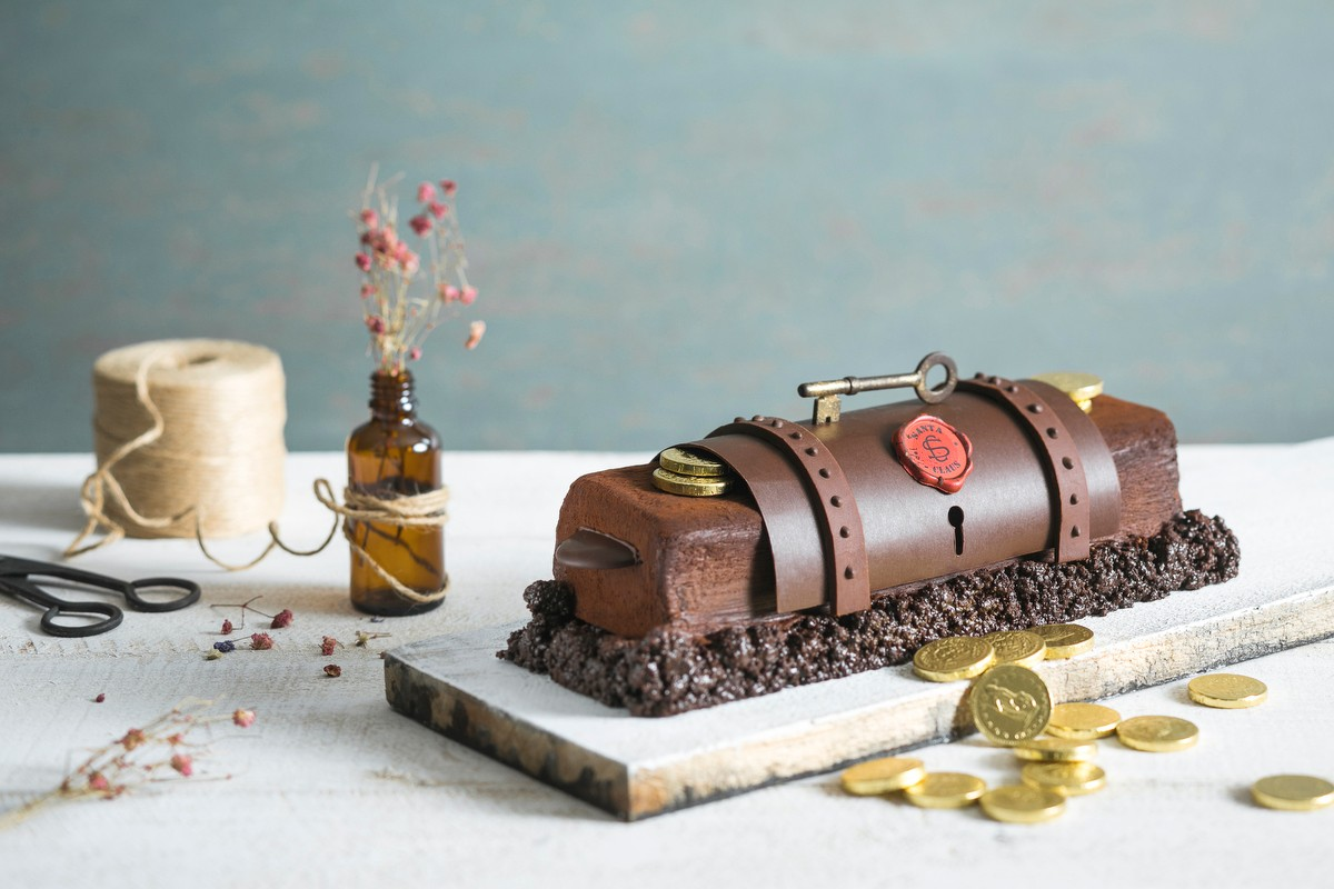 6 Christmas Log Cakes From Cafe Noel So Whimsical, They Deserve A Photoshoot Before You Start Eating