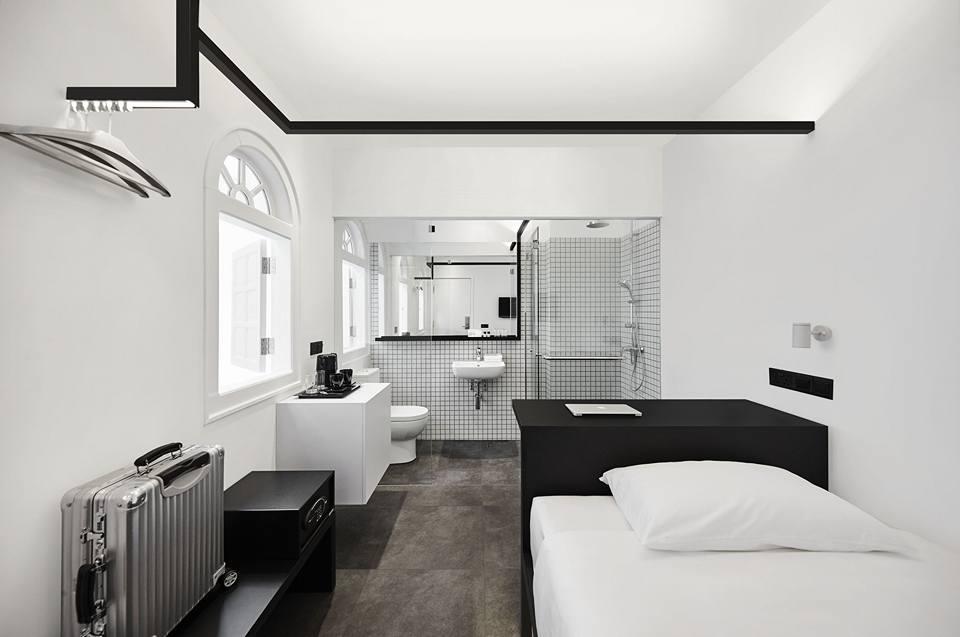 hotel mono room