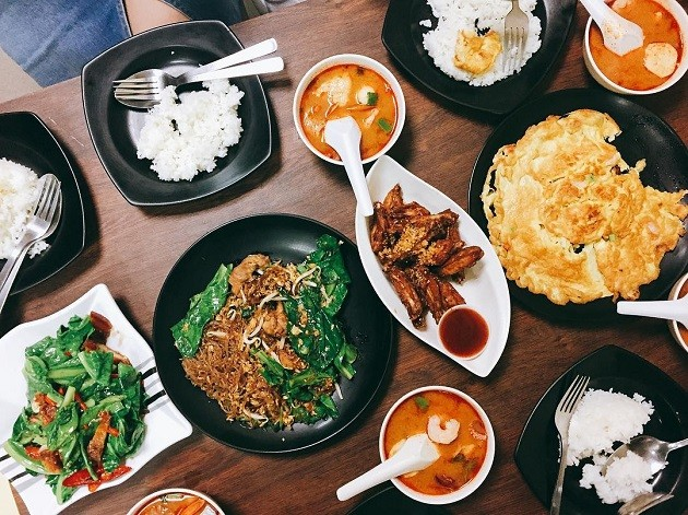 6 Food Stalls In Singapore's Sleaziest Buildings That Only Became Popular By Word Of Mouth