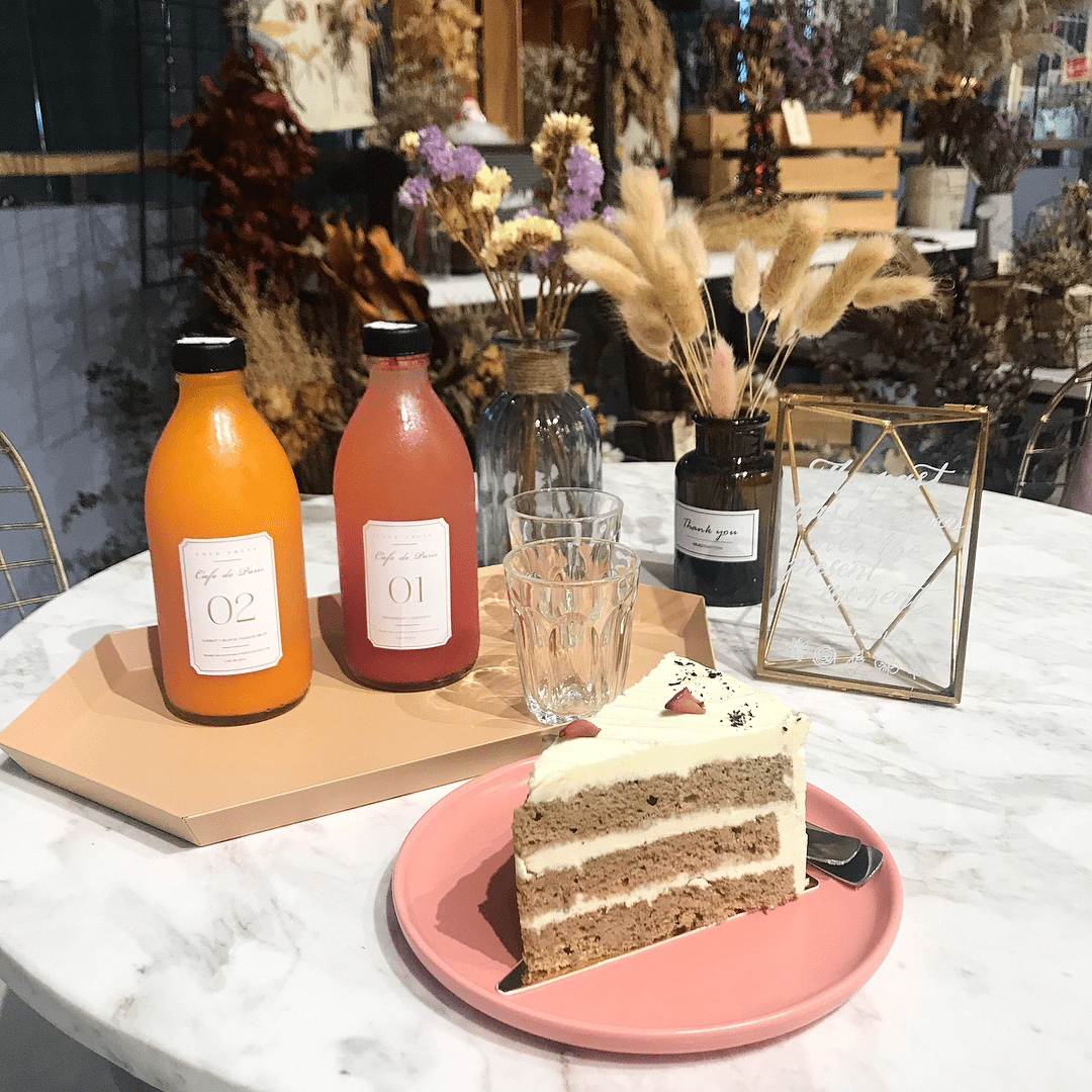 A new year, a fresh diet (15) - Cold press juice with cake
