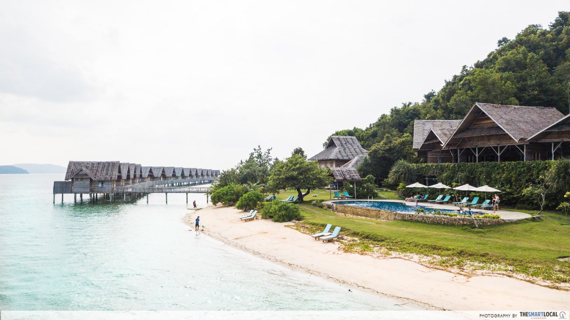 Telunas Resorts (2) - Beach shoreline