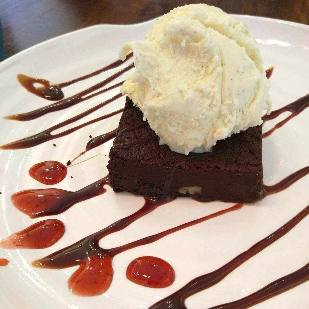 obscure cafes - walnut brownies