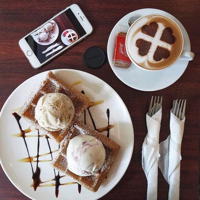 obscure cafes - ice cream and waffles