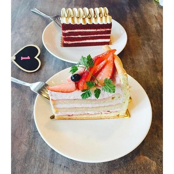 obscure cafes - dessert cakes