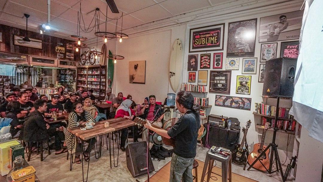 acoustic nights at coastal cafe