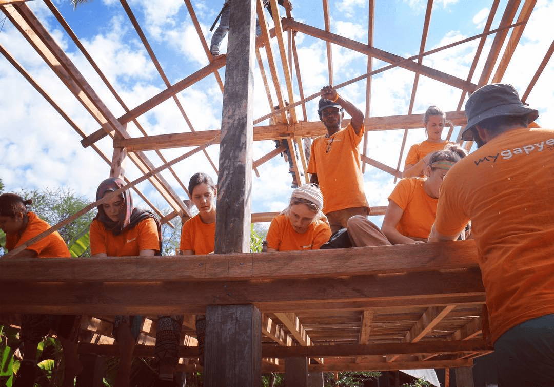 volunteering to construct buildings - overseas project
