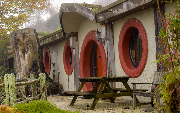new zealand hobbit house hotel