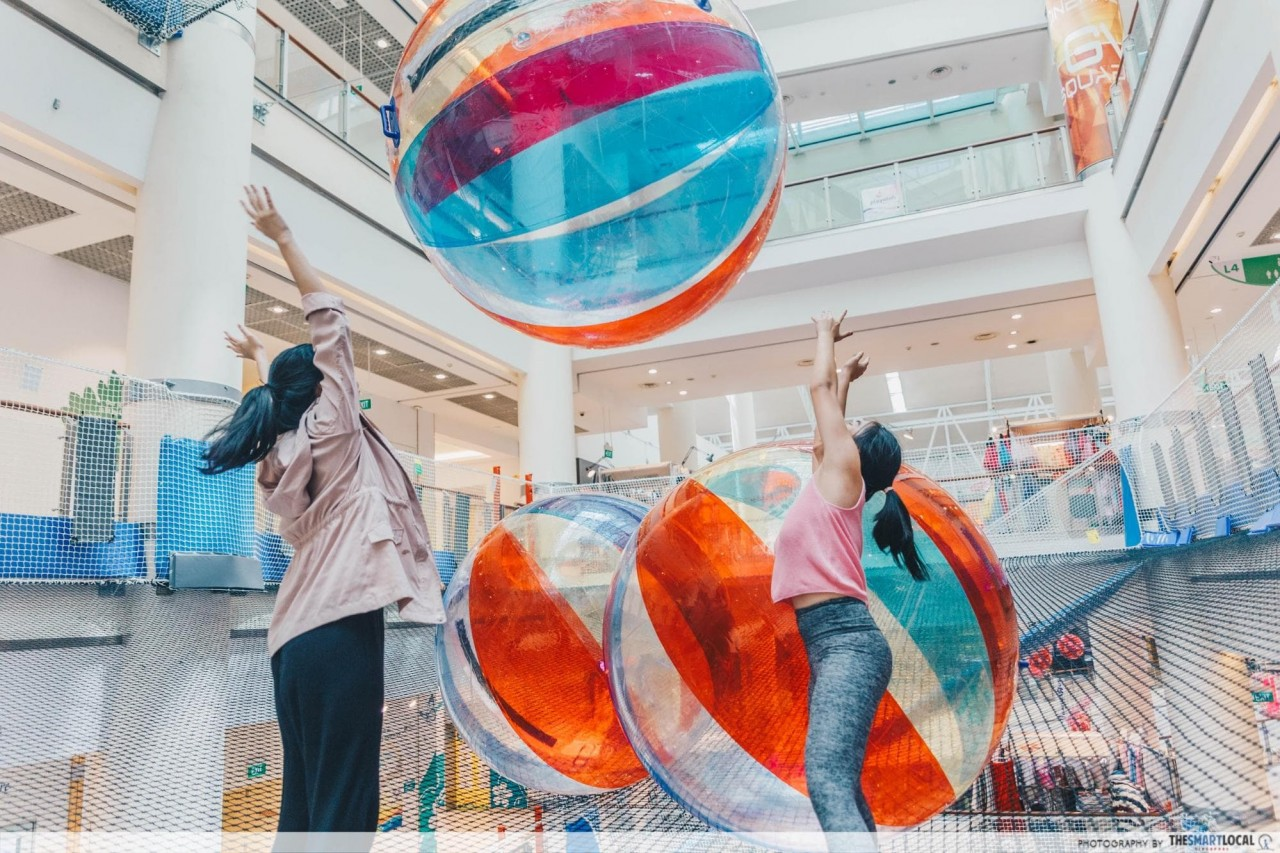 Airzone Singapore - Giant Bouncy balls on suspended nets
