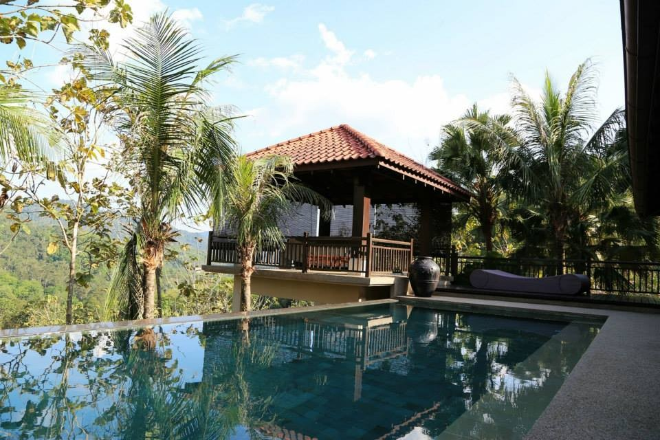 Balik Kampung Villa private infinity pool and gazebo